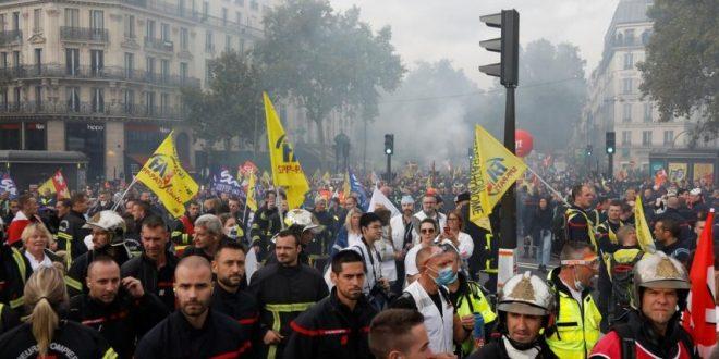 ادامه حکومت استبدادی در فرانسه علیرغم اعتراض مردم