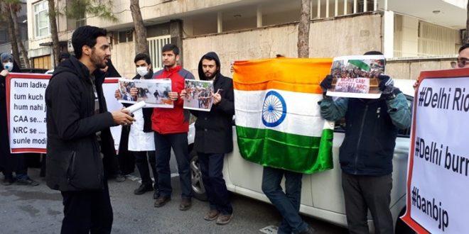 تجمع دانشجویان در اعتراض به اقدامات دولت هند علیه مسلمانان