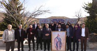 اهدای تصویر سردار شهید سلیمانی به رییس سازمان فرهنگ و ارتباطات اسلامی