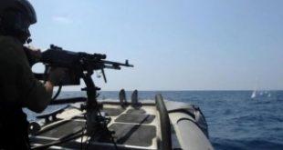 فلسطین الیوم گزارش می دهد؛ قایق صیادان فلسطینی هدف حمله بی رحمانه و روزانه اشغالگران صهیونیست فلسطین الیوم گزارش می دهد؛ قایق صیادان فلسطینی هدف حمله بی رحمانه و روزانه اشغالگران صهیونیست نیروی دریایی رژیم صهیونیستی صبح امروز قایق ماهیگیران فلسطینی را با مسلسل هدف قرار داده است. به گزارش گروه بین الملل خبرگزاری قدس (قدسنا) خبرگزاری فلسطین الیوم گزارش داد که نیروی دریایی رژیم صهیونیستی صبح امروز قایق ماهیگیران فلسطینی را با مسلسل هدف قرار داده است. هنوز هیچگونه خبری از تعداد زخمیان و یا شهدای این حمله منتشر نشده است. با وجود شدت گرفتن شیوع ویروس کرونا در اراضی فلسطینی و قوت گرفتن توقعاتی مبنی بر کاهش اقدامات غیر انسانی اسراییل علیه مردم غزه، این اقدامات خبیثانه آنان هر روز جزیان دارد و هدف آن بریدن رزق و روزی مردم تحت محاصره باریکه غزه است. ماهیگیری یکی از اصلی ترین طرق معیشتی مردم غزه است که می تواند کمک حالی در اوضاع اقتصادی وخیم شان باشد.