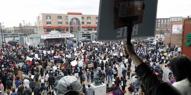 ۶۰ شهر آمریکا، صحنه اعتراض به خشونت علیه آسیاییتبارها